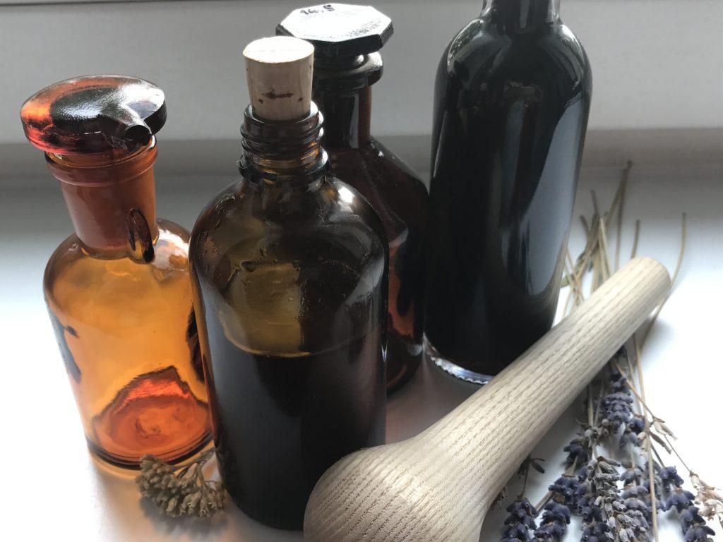 Extrakte, Tinkturen und Öle